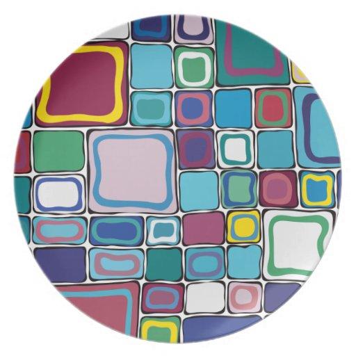 Cuadrados multicolores platos