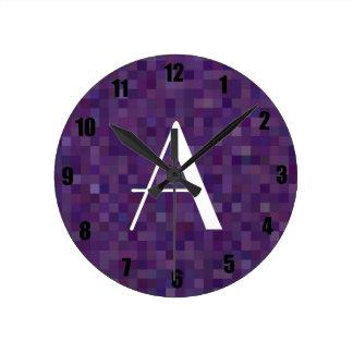 Cuadrados púrpuras del mosaico del monograma relojes