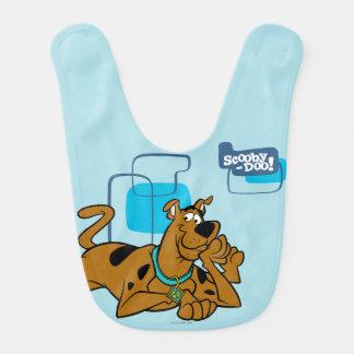 Cuadrados retros Scooby-Doo que se acuesta Babero De Bebé