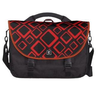 Cuadrados rojos retros en bolso negro del ordenado bolsas para portatil