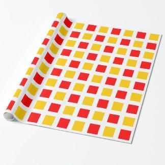 Cuadrados - rojos y ámbar en blanco papel de regalo