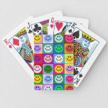 Cuadrados sonrientes de la cara del arco iris baraja cartas de poker