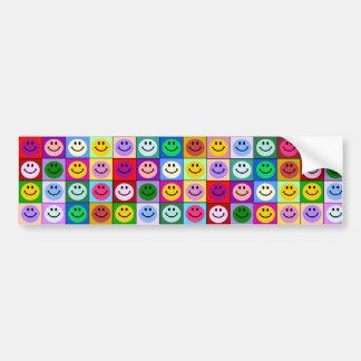 Cuadrados sonrientes de la cara del arco iris etiqueta de parachoque