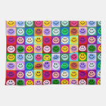 Cuadrados sonrientes de la cara del arco iris toallas de mano