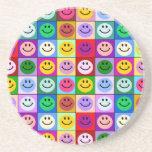 Cuadrados sonrientes de la cara del arco iris posavasos personalizados