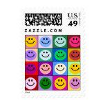 Cuadrados sonrientes de la cara del arco iris sello postal