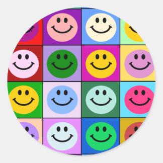 Cuadrados sonrientes multicolores etiqueta redonda