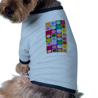 Cuadrados sonrientes multicolores camisa de perro