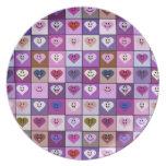 Cuadrados sonrientes rosados y púrpuras del corazó platos para fiestas
