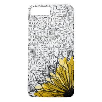 Cuadrados tribales y flor amarilla funda iPhone 7 plus