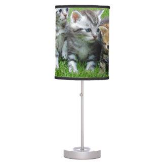 Cuadrilla de gatitos adorables lámpara de mesilla de noche