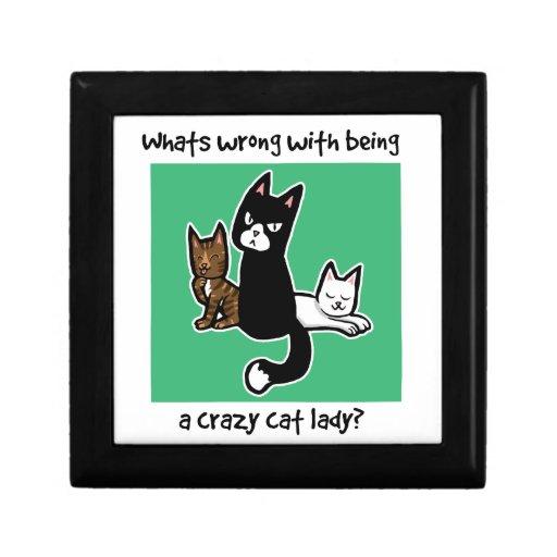 Cuál es incorrecto con ser una señora loca del gat joyero cuadrado pequeño