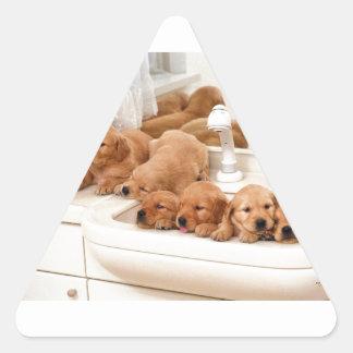 ¿Cuál es un baño? Los perritos lindos descubren Pegatina Triangular