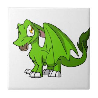 Cualquie dragón peludo del SD del color con el Azulejos