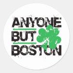¡Cualquier persona pero Boston! Pegatinas Redondas