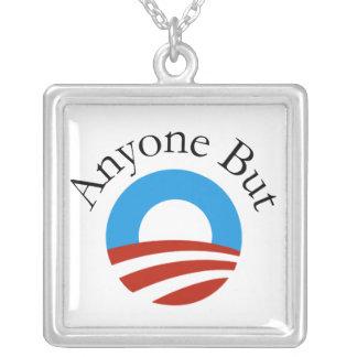 Cualquier persona pero Obama w/Logo Colgante Cuadrado