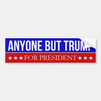 Cualquier persona pero triunfo para el presidente pegatina para auto