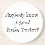 ¿Cualquiera conoce a un buen doctor de serpiente? Posavasos Para Bebidas