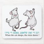 """""""Cuando duerme el gato, los ratones bailan """" Tapetes De Raton"""