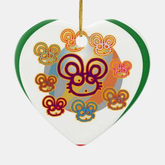 Cuando el gato está ausente, las ratas jugarán adorno de cerámica en forma de corazón