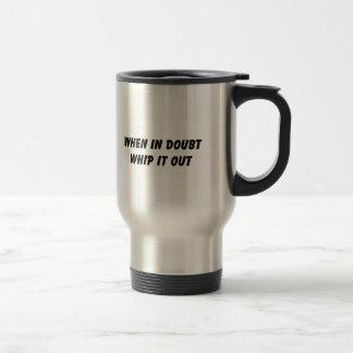Cuando en azote de la duda él hacia fuera taza de café
