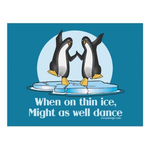 Cuando en diseño divertido de los pingüinos finos postales