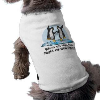 Cuando en diseño divertido de los pingüinos finos ropa de perro