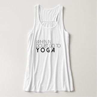 Cuando en duda vaya al tanque activo de la yoga el playera con tirantes