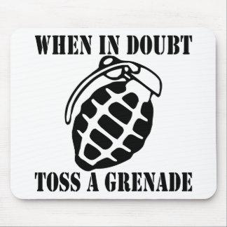 Cuando en lanzamiento de la duda una granada mouse pad