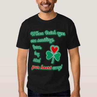 Cuando está sonriendo el ojo del irlandés (el camisas