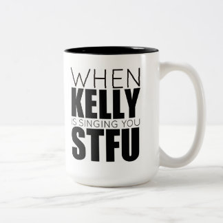 Cuando Kelly le está cantando. Tazas De Café