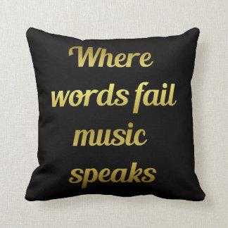 Cuando la música del fall de las palabras habla cojín