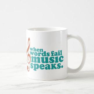 Cuando la música del fall de las palabras habla taza de café