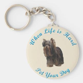 Cuando la vida es dura (Yorkshire Terrier) Llavero Redondo Tipo Pin