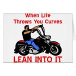 Cuando la vida lanza usted curva magro en él tarjeta