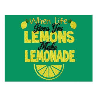 Cuando la vida le da los limones (el fondo verde) postal
