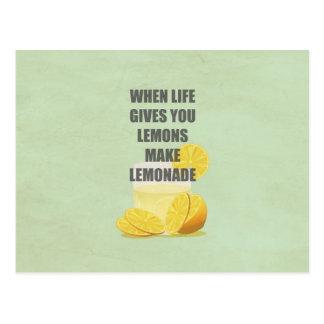 Cuando la vida le da los limones, haga las citas tarjeta postal
