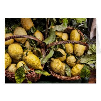 Cuando la vida le da los limones, haga Limoncello Felicitaciones