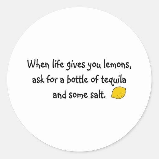 Cuando la vida le da los limones pegatina redonda