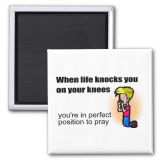 Cuando la vida le golpea en sus rodillas cristiana imán cuadrado