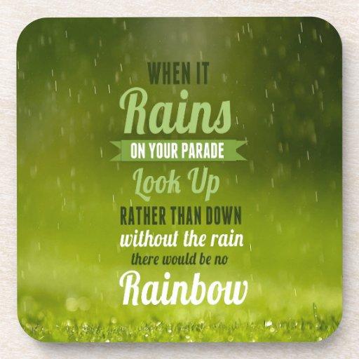 Cuando lluvia, allí sería arco iris posavasos de bebida