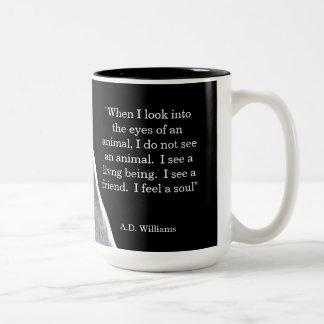 Cuando miro en los ojos de un animal taza de café de dos colores