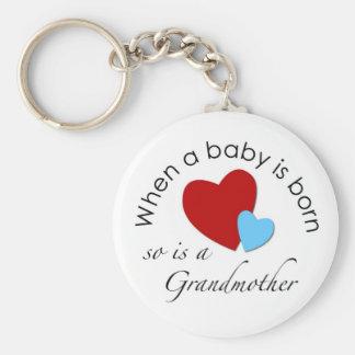 Cuando un bebé nace, está tan una abuela llaveros