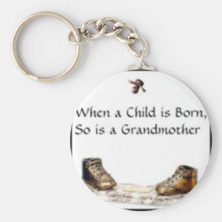 Cuando un niño es… abuela nacida llavero redondo tipo pin