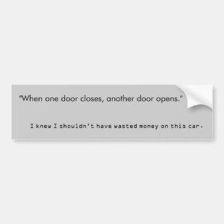 """""""Cuando una puerta se cierra, otra puerta se abre. Pegatina De Parachoque"""