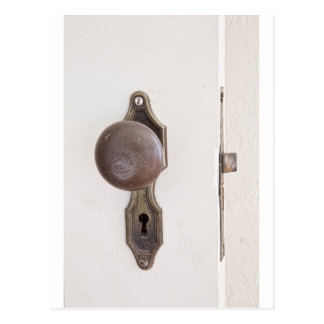 Cuando una puerta se cierra otra se abre postal