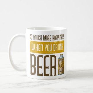 Cuando usted bebe la cerveza taza básica blanca