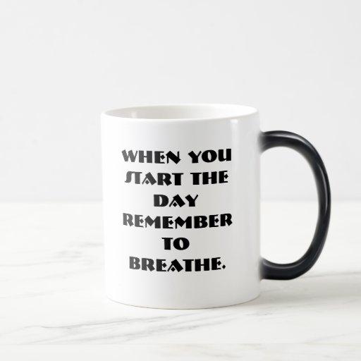 Cuando usted comienza el día recordar respirar taza mágica
