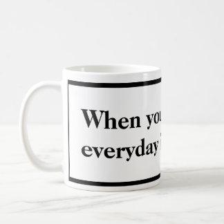Cuando usted es blanco y negro jubilado asalte taza de café