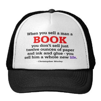 Cuando usted vende a un hombre un libro gorros bordados